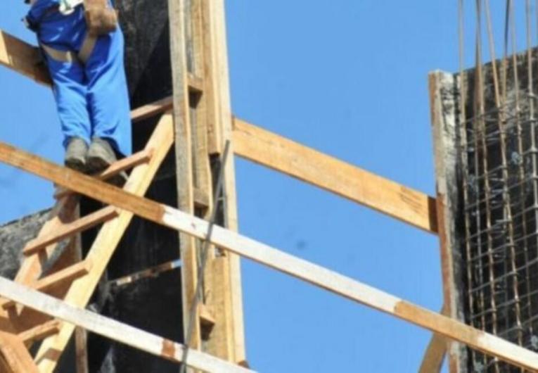 Vizinhos atingidos por resíduos de obra em Catalão serão indenizados por construtora
