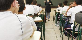 Caiado anuncia ajuda de custo a servidores da educação