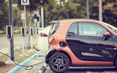 Carregador de carro elétrico: quanto custa instalar em casa ou no trabalho?