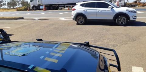 PRF em Catalão recupera carro de luxo furtado em Cocalzinho de Goiás