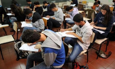 Deputados aprovam PL de ensino sobre Lei Maria da Penha em escolas de Goiás