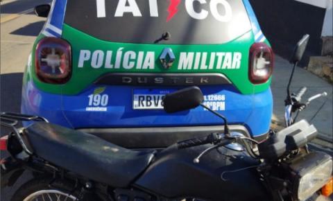 Equipe do Tático Móvel recupera motocicleta com restrição de furto, em Catalão