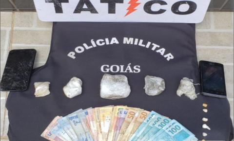Casal é preso pelo Tático Móvel do 18°BPM por tráfico de drogas