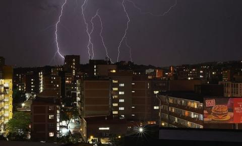 Saiba como evitar que seus eletrônicos queimem no período chuvoso